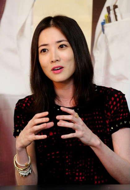 Sin Ha Kyun sebagai Lee Kang-Hoon